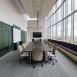 Sala konferencyjna urządzona w nowoczesnym stylu
