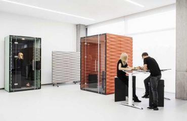 Wygodne biurko komputerowe z regulowaną wysokością blatu do biura