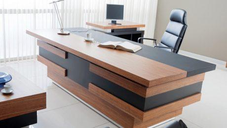 Masywne, nowoczesne biurko do gabinetu szefa