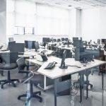 Nowoczesne meble biurowe w przestrzeni typu open space.